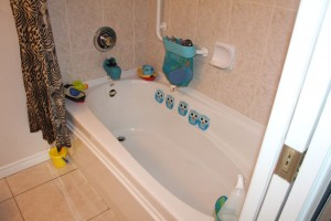 Imagine the bathtub without toys and me pushing!